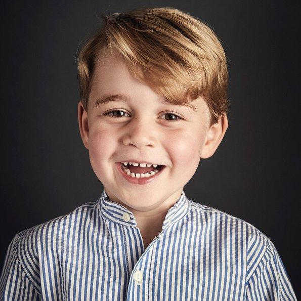 Kensington Palace published a new portrait of celebrating fourth birthday of Prince George. Kate Middleton