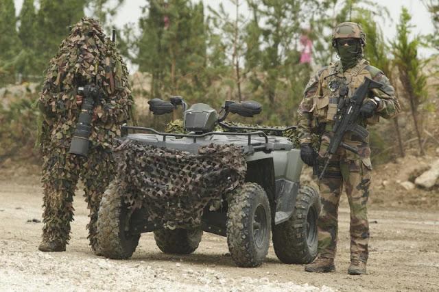 I fotografi dell'esercito francese sono bravi a non attirare l'attenzione