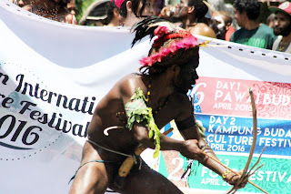 Papua Merdeka Harga Mati Untuk Orang Papua Ras Melanesia dalam Kegiatan IICF Indonesia International Culture Festival 2016 di Salatiga, Jawa Tengah
