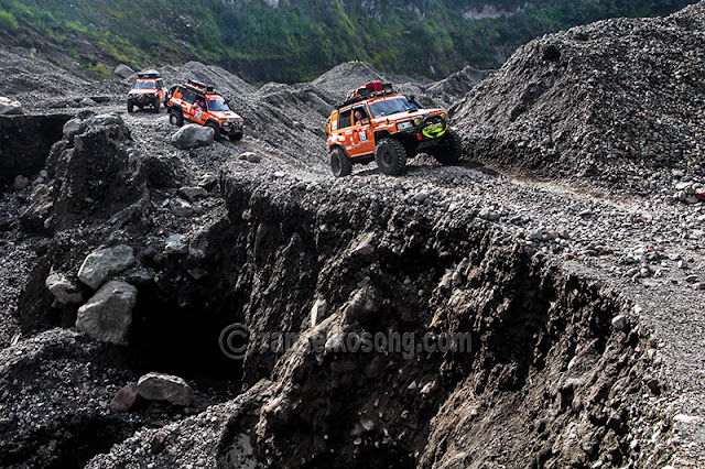 Indonesia Off-road Expedition (IOX), Indonesia Offroad Expedtion, Offroad, Indonesia Offroad Federation, IOF, Mobil Offroad, Offroad Expedition, Jip, Mobil Jeep, Mobil Jip, Magelang, Sleman, Klaten, Sukoharjo, Wonogiri, Ponorogo, Trenggalek, Tulungagung, Blitar, Malang, Lumajang, Jember, Banyuwangi, Bali, Kedung Tumpang, Petualangan, Mobil 4X4, Double Gardan,  stock photo; culture stock photo; indonesia stock photo; indonesia photo; foto wisata; daerah wisata indonesia; tourism indonesia; amazing place indonesia; place to visit in indonesia; travel photographer; assignment for photographer; culture photo of indonesia, Syamsir Alam, Yogi Yogaswara, Toto Widyarto, Ceri, Iroh, dan Teddy Wibowo, Dandosi Matram