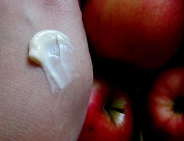 Szarlotkowe masło do ciała Farmona
