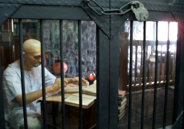 Arti Mimpi Masuk Penjara Diri Sendiri Pacar Ayah Suami