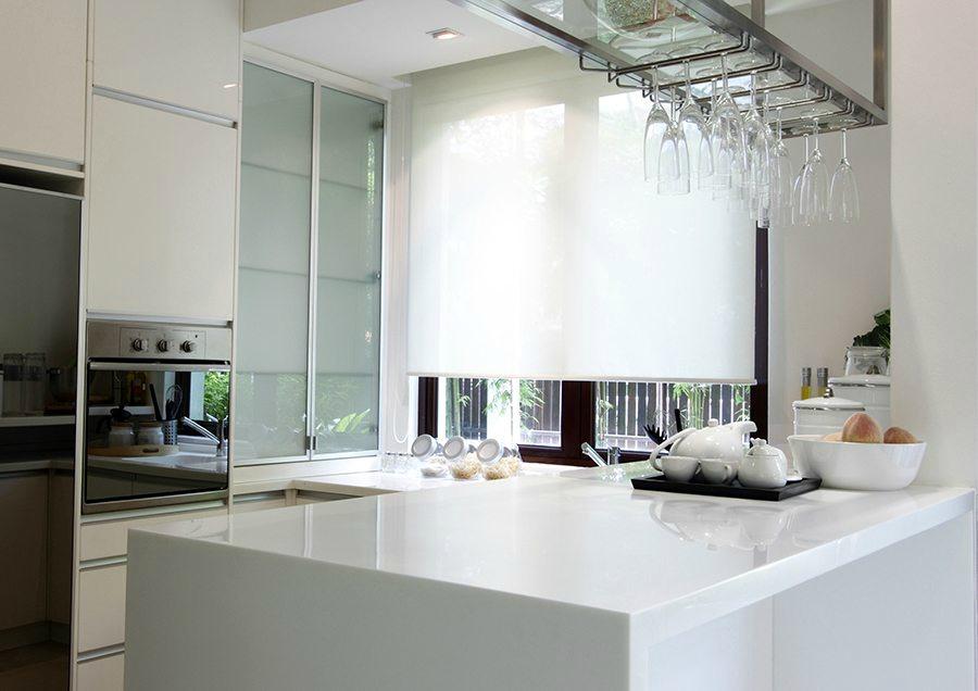 Gu a de cortinas estores enrollables para tu cocina - Cortinas screen cocina ...