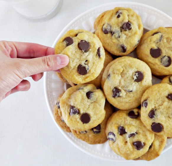 THE ULTIMATE CHEWY CHOCOLATE CHIP COOKIES #cake #cookies
