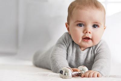 اجممل صورة طفل يلعب