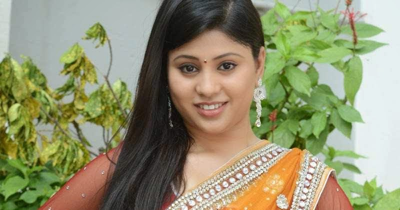Arpitha Enny: Jiah Khan Hot Stills In Saree