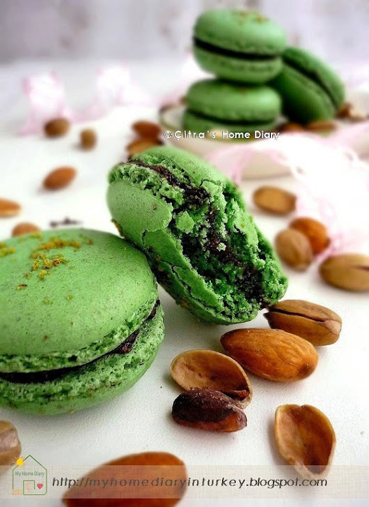 Pistachio Macarons recipe, Step by Step and Tips