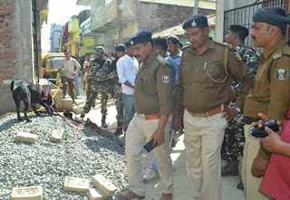 dog-helping-darbhanga-police