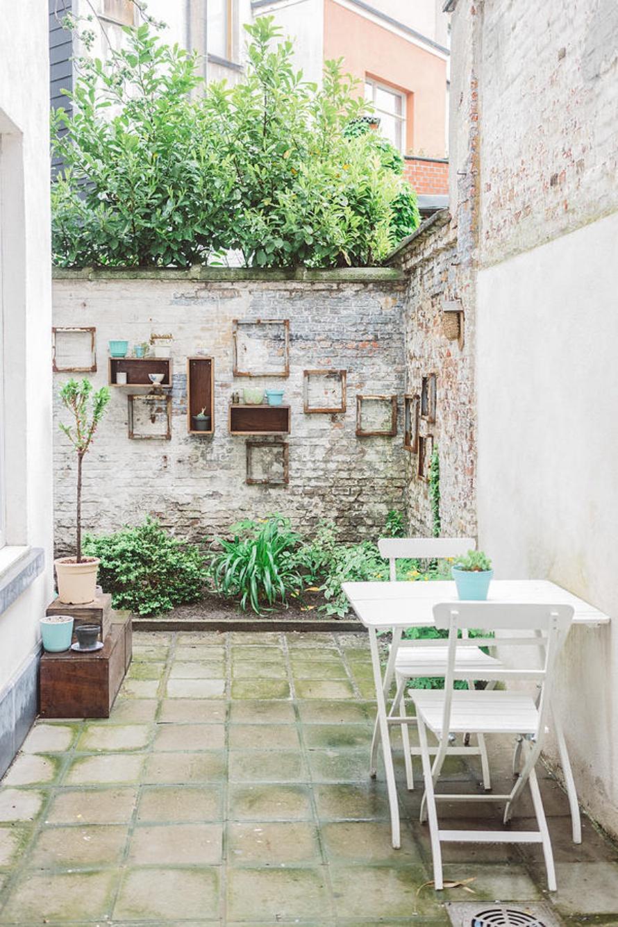 mini garden, outdoor spaces, courtyard, garden furniture, rustic style