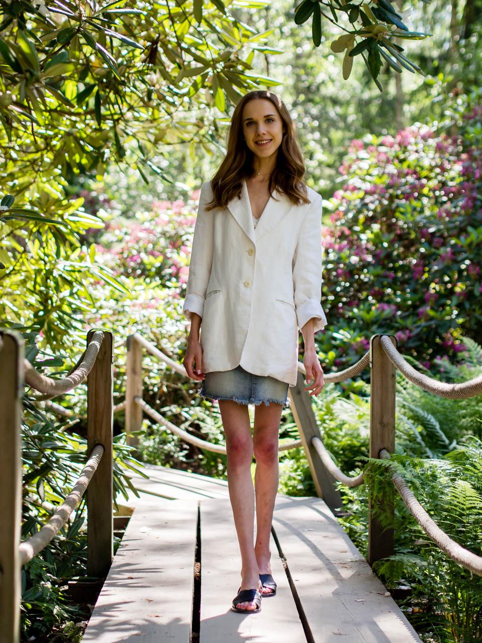 summer-outfit-white-linen-blazer-denim-skirt