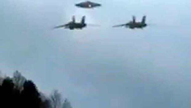 Vídeo: #Pakistán derriba dos aviones de combate de La #India