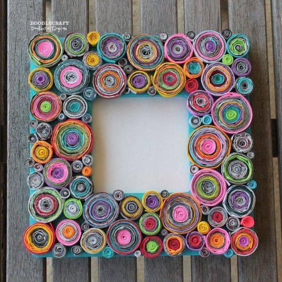 Hasil Dari Bahan Terbuang Sebuah Frame Yang Bingkainya Di Perbuat Daripada Kertas Majalah Pelbagai Warna Dan Gulung Dipotong Pendek
