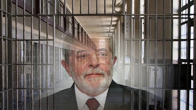 Milhares de brasileiros foram às ruas de São Paulo para exigir a prisão do ex-presidente, Luiz Inácio Lula da Silva, sobre acusações de corrupção denunciados