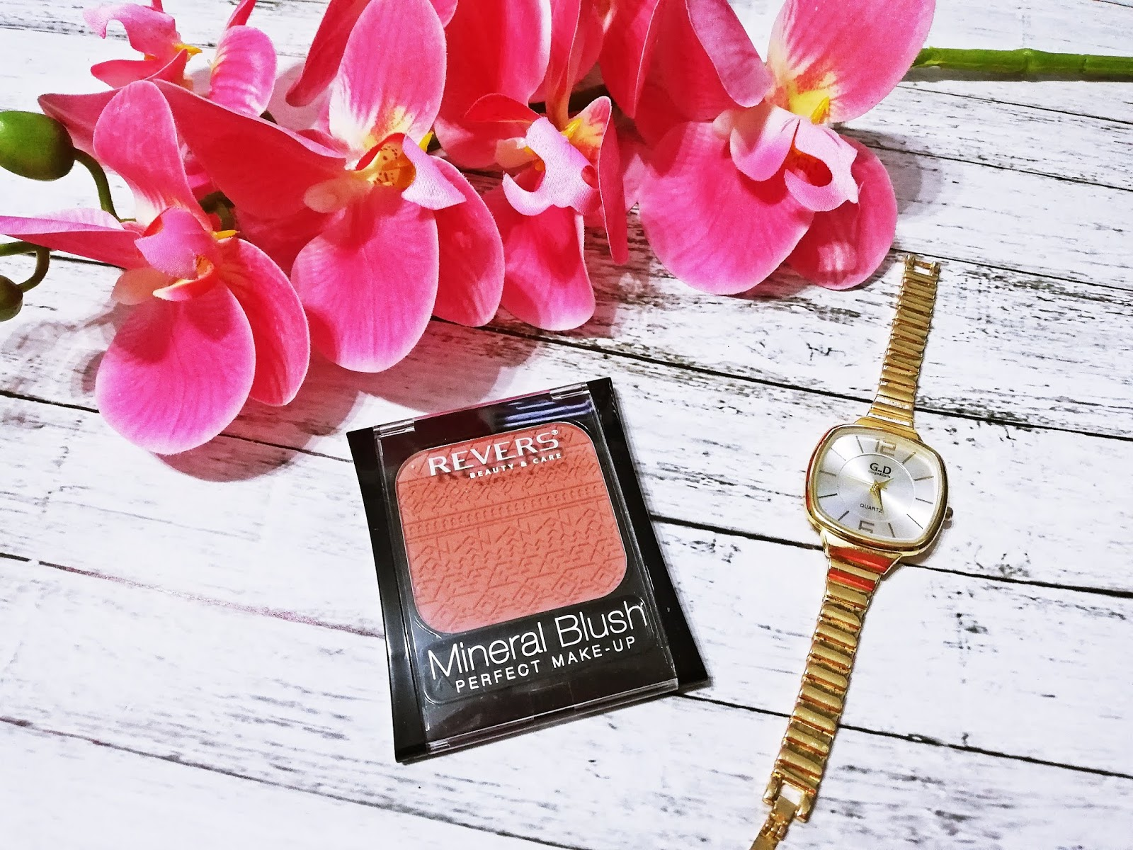 Róż do policzków MINERAL BLUSH | REVERS COSMETICS
