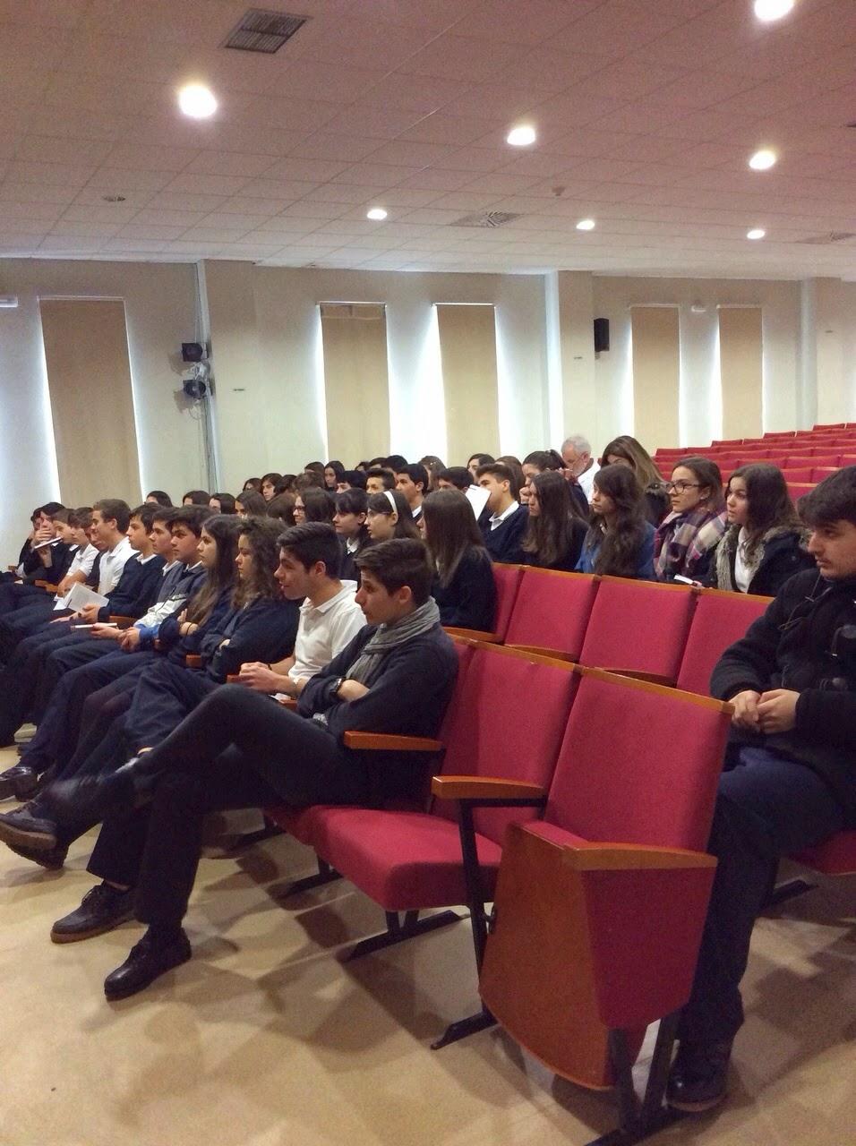 Alumnos de 4º ESO durante la charla con la escritora Andrea Maceiras