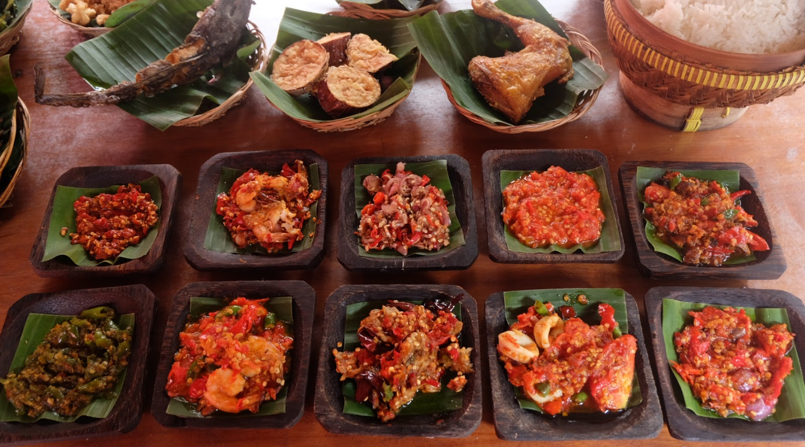 orang indonesia unik suka makan sambal