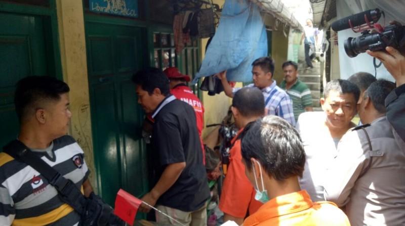 Polisi melakukan olah TKP di di Gang Desa, Kiaracondong, Bandung