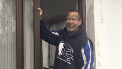 Man Homeless For 33 Years is Overjoyed to Take First Hot Shower in New Home