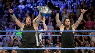 WWE - The Usos se topan con el título por parejas antes de WrestleMania