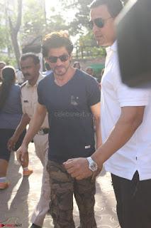 Shah Rukh Khan and Sachin Tendulkar Cast Their Vote For Bmc Election 2017 11.JPG