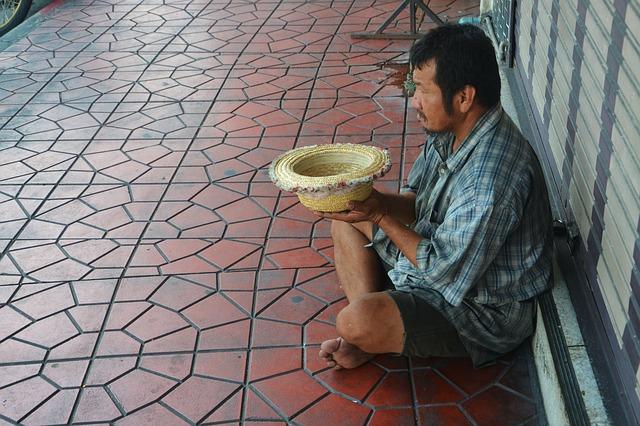 Orang Kelaparan dan Saldo Kas Masjid