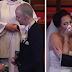 El novio para la ceremonia y pide a la novia que se gire – al ver por qué no puede contener las lágrimas
