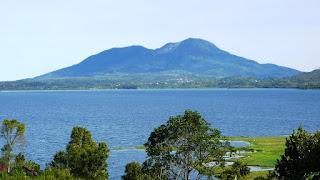 Wisata Alam Danau Di Atas dan Di Bawah