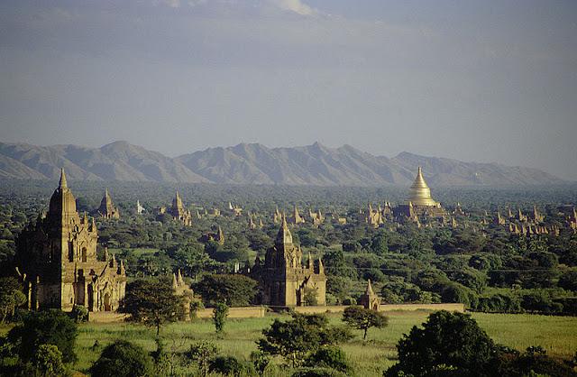 Pagoda dan kyaungs di Bagan saat ini, ibu kota Kerajaan Pagan