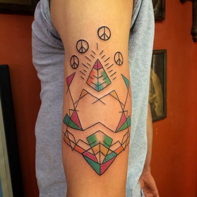 Diseños de tatuaje de pirámide de paz