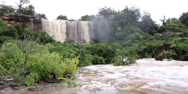 Cachoeiras começam a sangrar e atrair turistas para a cidade de Felipe Guerra, RN