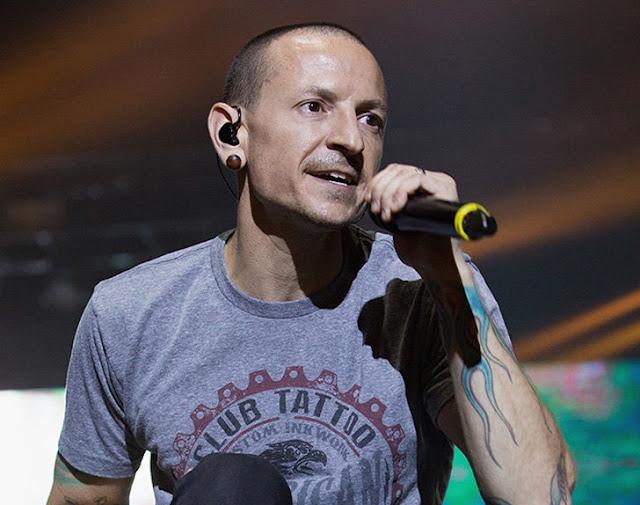 O vocalista da banda americana Linkin Park, Chester Bennington, foi encontrado morto em sua casa, na Califórnia, nesta quinta-feira, o TMZ diz que ele cometeu suicídio