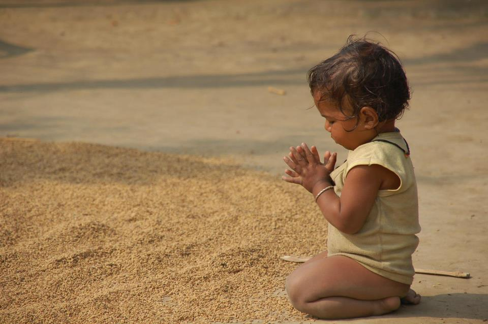 Girl Sports Wallpaper Baby Kids Similing Playing With Pets And Praying