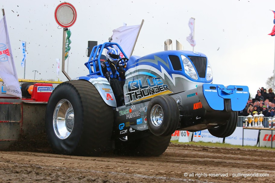 Tractor Pulling Engines : Tractor pulling news pullingworld new bigger engine