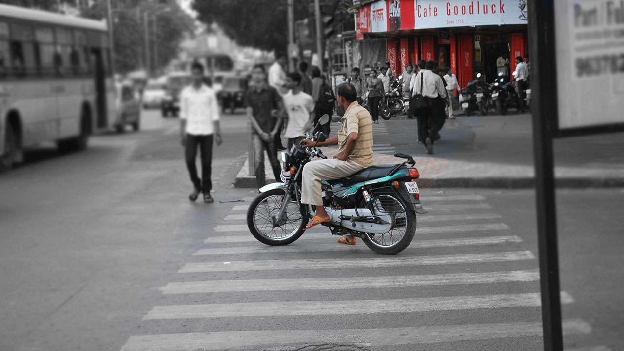 पुण्यातील झेब्रा क्रॉसिंगची परिस्थिती - कुठेतरी-काहीतरी | Situation of Zebra Crossing in Pune - Kuthetari-Kahitari
