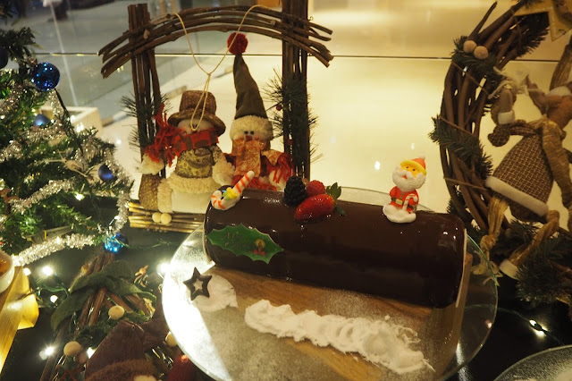 Cempedak Yule Log Cake amara hotel review