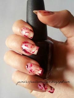 http://jaimelesfeuillesrouges.blogspot.it/2013/10/halloweens-tutorial-bloody-scary-nail.html