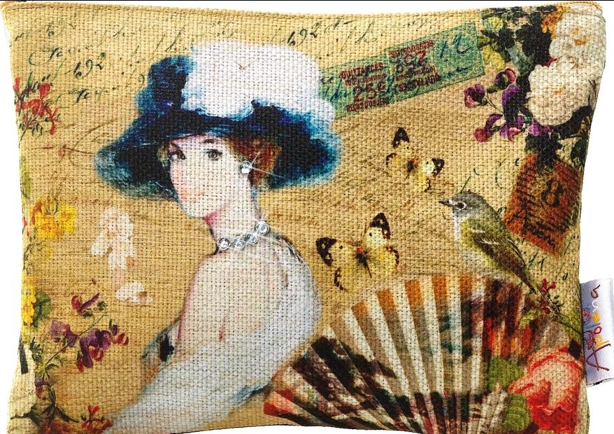 af3f0977010ac Gizemli Kadın isimli çalışma da müthiş, renkler, kumaşın dokusu ve çanta  üzerindeki taşlar çok şık!