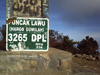 yang lebih tepatnya berada di perbatasan Provinsi Jawa Tengah dan Provinsi Jawa Timur Jejaki Kakimu Di Gunung Lawu