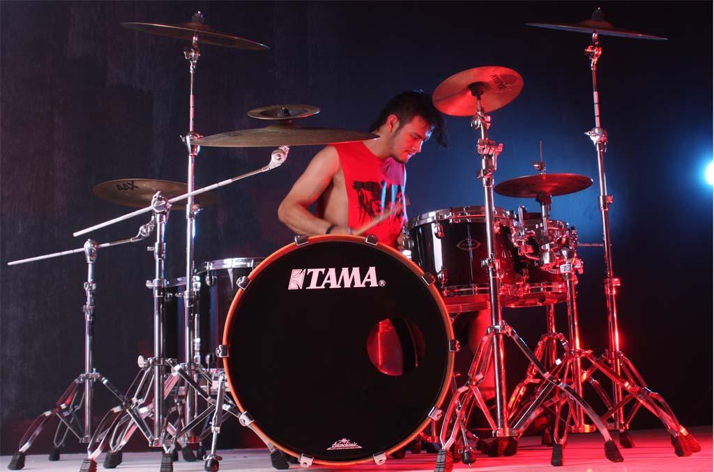 atika falashaf amrullah my favorite drummer. Black Bedroom Furniture Sets. Home Design Ideas