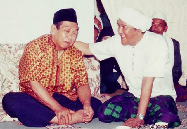 Politik Zig Zag Gus Dur dalam Melawan Kelompok Radikal