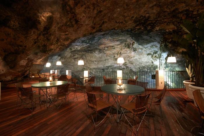 Grotta Palazzese - ресторан у моря 12