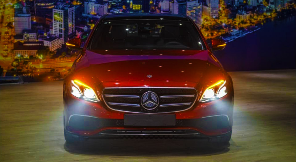 Mercedes E200 Sport 2019 được trang bị Hệ thống đèn chiếu sáng MULTI-BEAM LED thiết kế sắc nét, góc cạnh