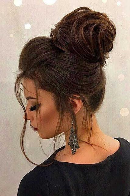 Se você gosta de penteados diferentes, vai amar esses 5 penteados incríveis que as gringas estão usando. Pois cada vez mais as gringas lançam moda e estilo que se tornam tendência. Vale a pena conferir essas dicas incríveis para arrasar em festas, eventos, casamentos, noivados, formaturas, entre outras ocasiões.
