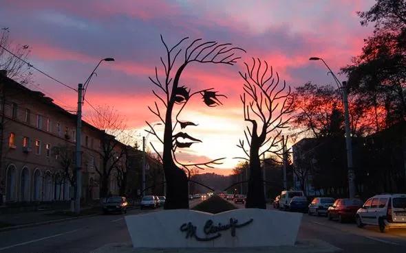 Green Pear Diaries, arte, esculturas, estatuas, Monumento a Mihai Eminescu, Rumania
