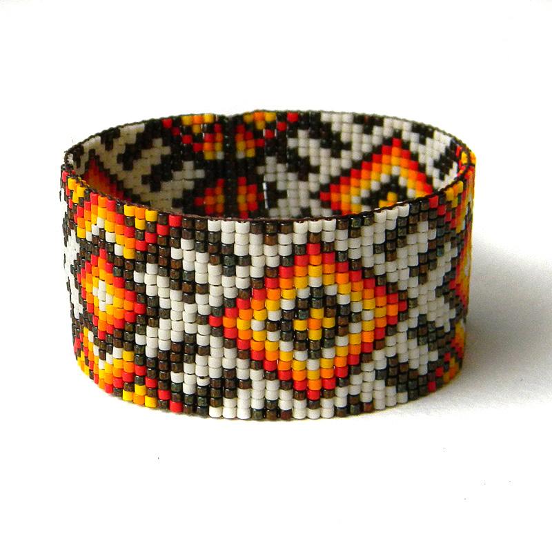 Купить этно-браслет ручной работы из бисера с узором