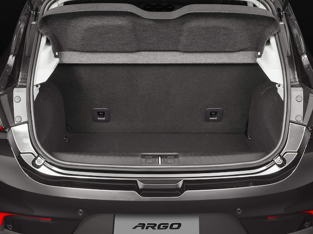 Fiat Argo 1.8 - porta-malas 300 litros