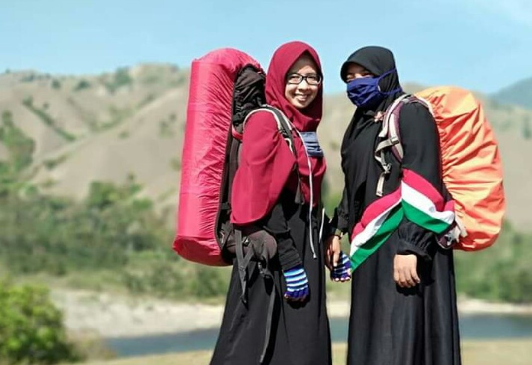 Tips Tampil Kece dengan Hijab ala Cikguk Ati