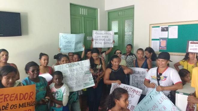 Morro do Chapéu: Professores da Rede Municipal de Ensino voltam a protestar contra atrasos de Salários, Confira o Vídeo