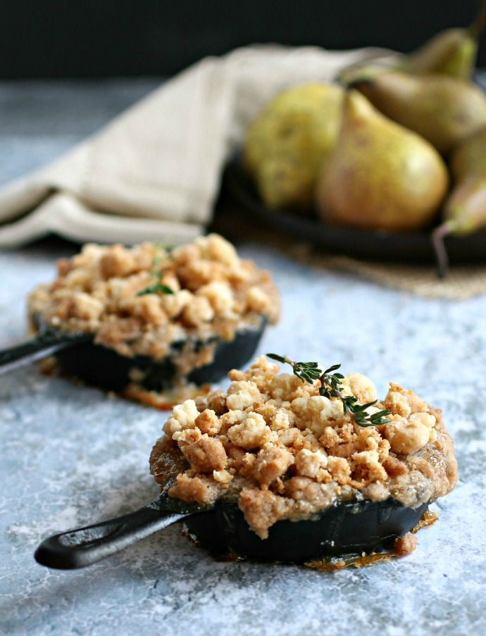 Recipe for easy pear dessert with a crumb topping.