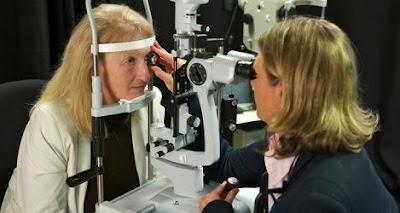 peneliti dari Bionic Vision Australia untuk pertama kalinya telah berhasil melaksanakan impl Implantasi Mata Bionik Pertama Di Dunia